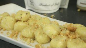 Gnocchi al tartufo con burro al tartufo bianco e biscotti salati al tartufo